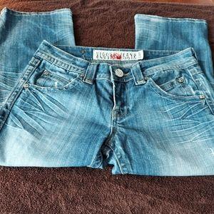 Viggos jeans Dis-stressed Capris size 3/4